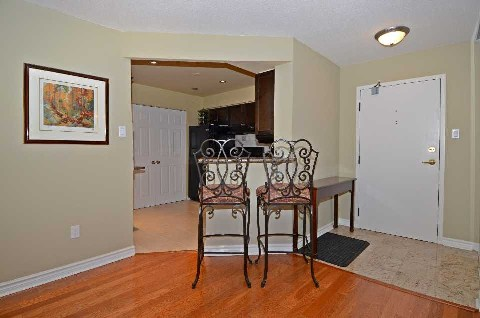 - Bayview Ave - N2906025