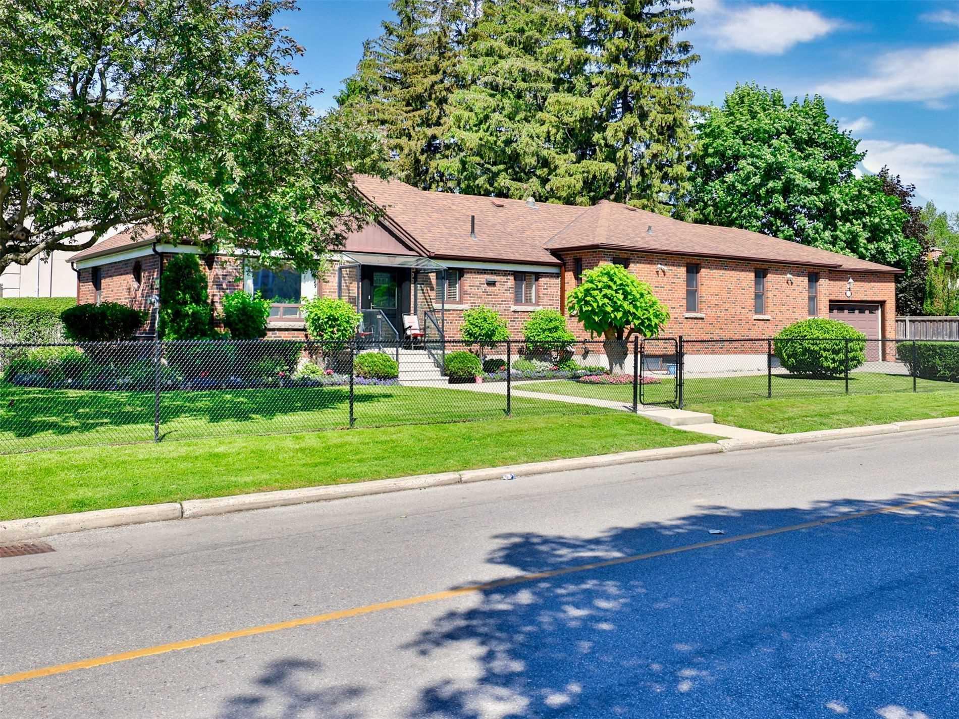 62 Laurelcrest  Ave - C5274181 - $1,799,500