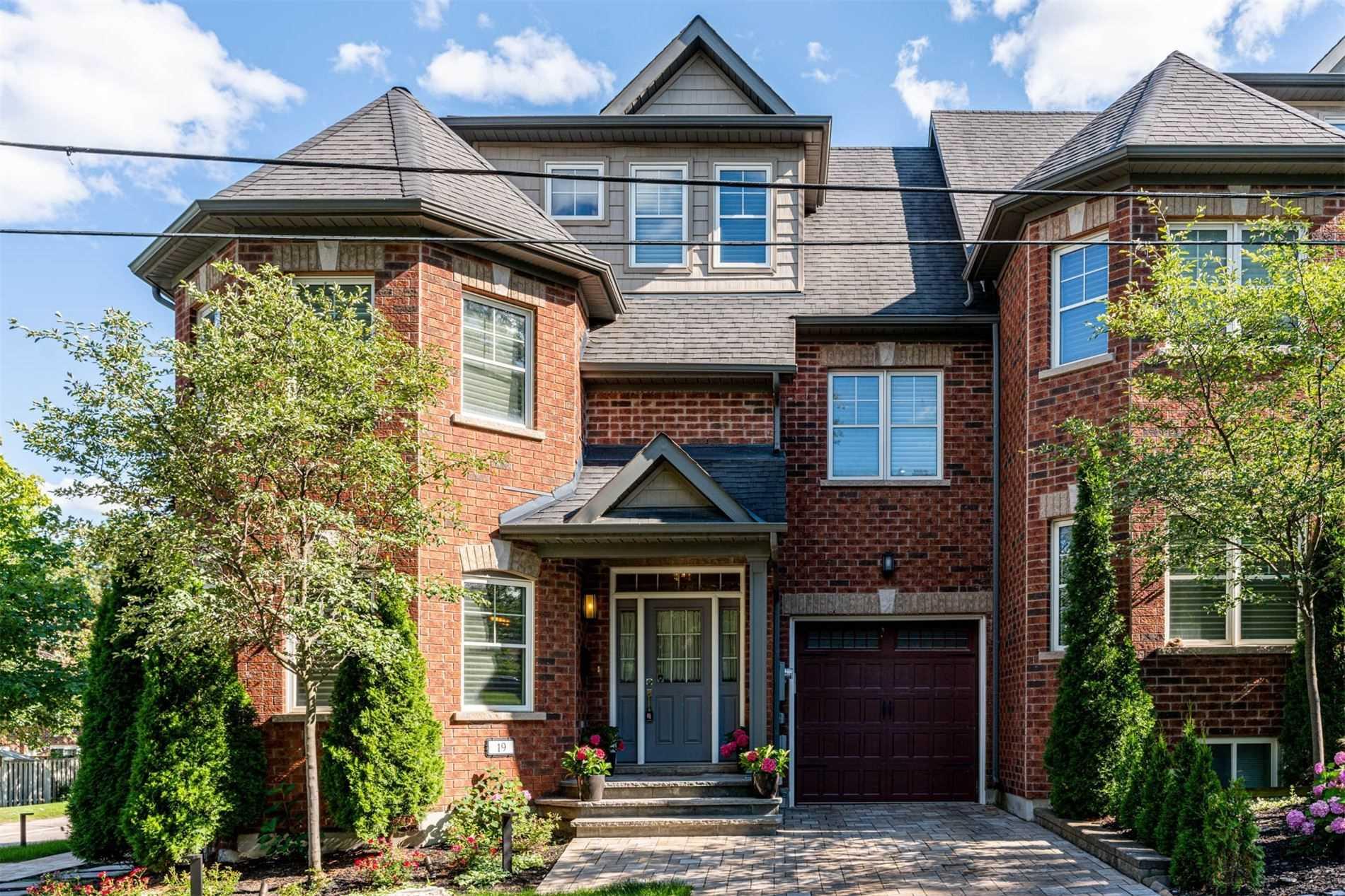 19 Deer Park Lane - N5316274 - $929,000