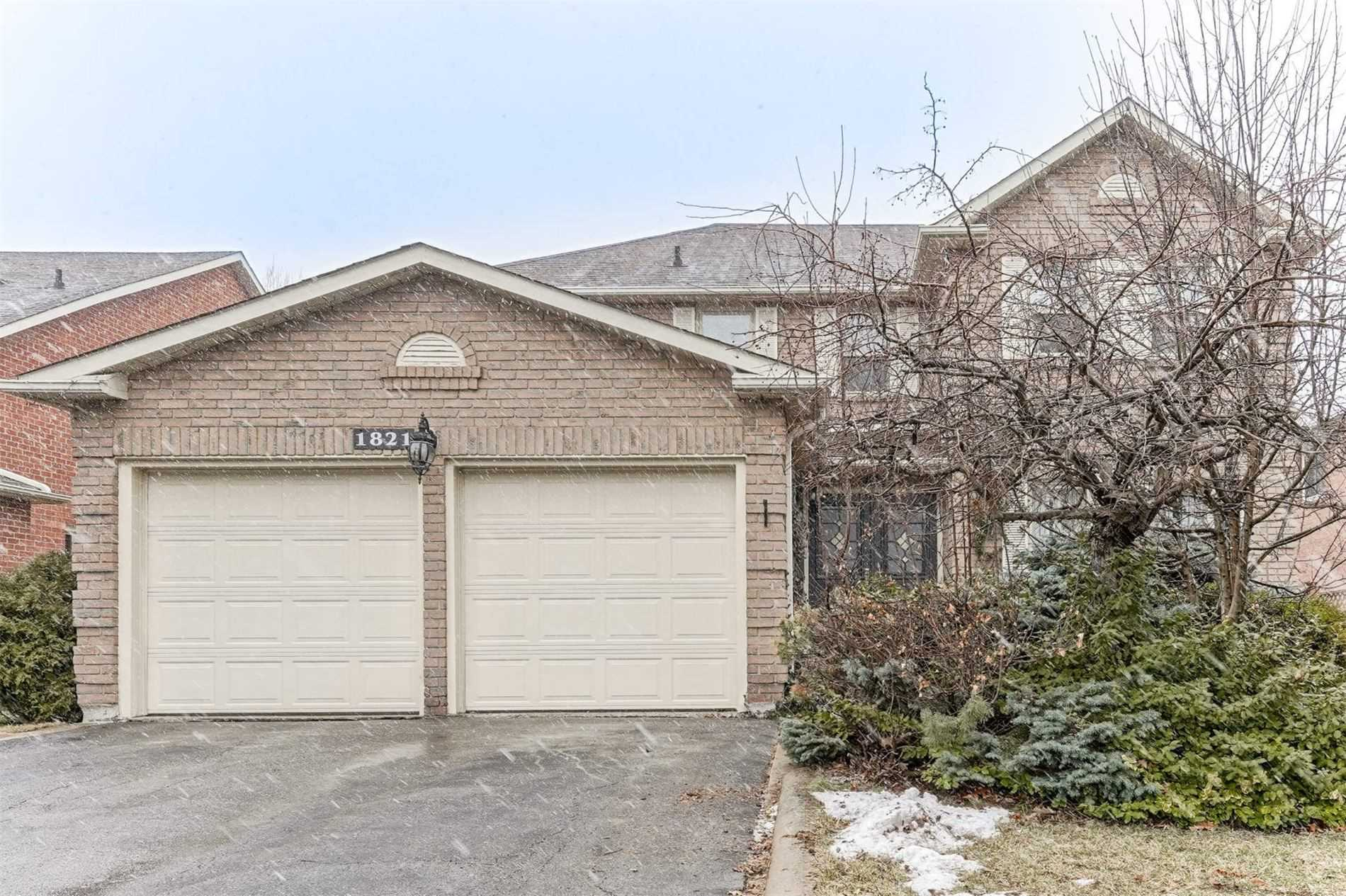 1821 Pilgrims Way, Oakville -
