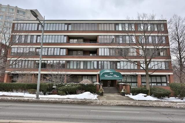 - St Clair Ave - C3740759
