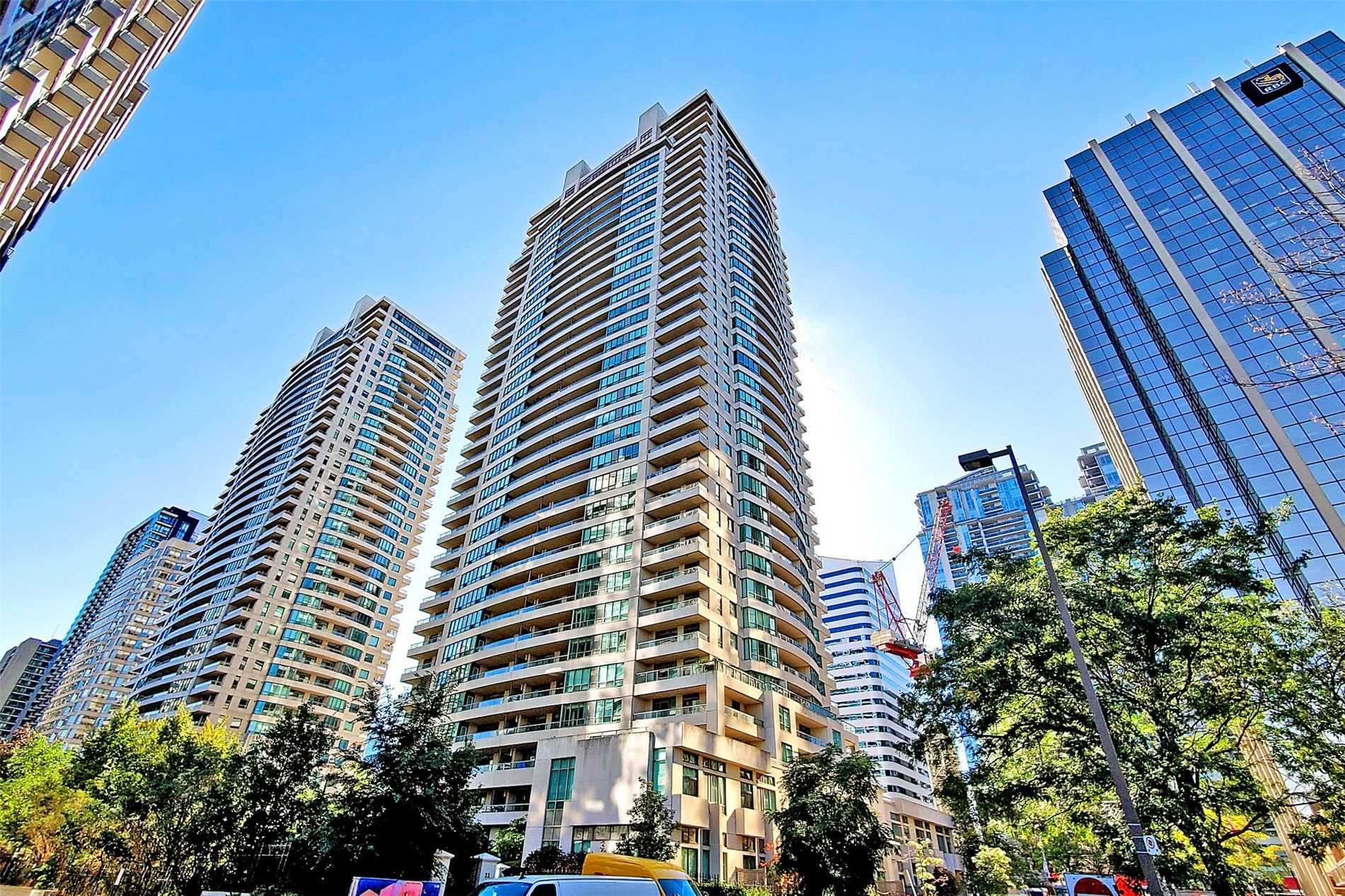 23 Hollywood Ave - C5392853 - $799,900