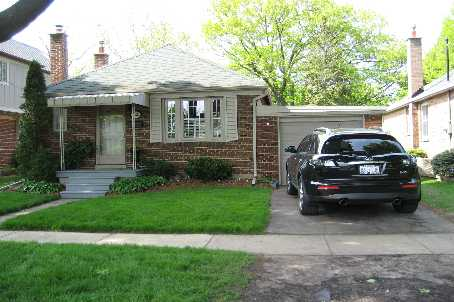 - Yorkview Dr - W1144881